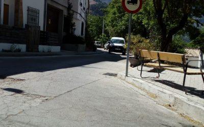 El Ayuntamiento de Cazorla fomenta el desplazamiento sostenible y urbano con la reordenación del tráfico en una de las vías principales del municipio