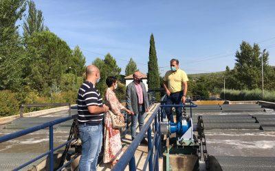 La EDAR de Cazorla reducirá en más de 11.000 kg la emisión de CO2 al año y generará un ahorro económico de 13.760 euros con la instalación de placas solares que permitirá hacer nuevas mejoras